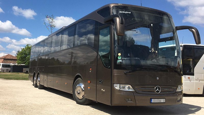 59+2 fős Mercedes-Benz Tourismo R2